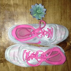5y pink Nike shoes